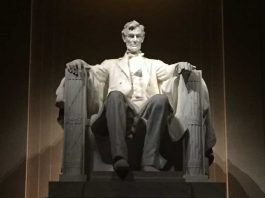 Lincoln Memorial • Cultured Black Pearl