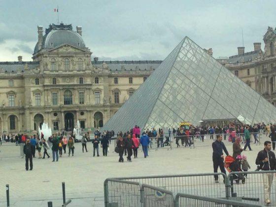 Louvre, Paris • Cultured Black Pearl
