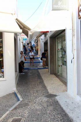 Fira Street Shopping • Cultured Black Pearl